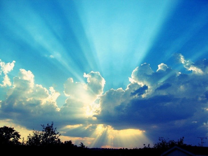 Sun rays shining through the clouds