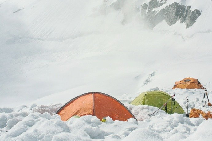 3 tents in a row deep in the snow : artic tents - memphite.com